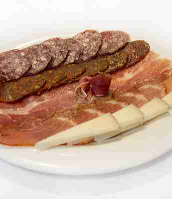 TRAY OF ASSORMENT OF IBERIAN COLD CUTS AND CHEESE